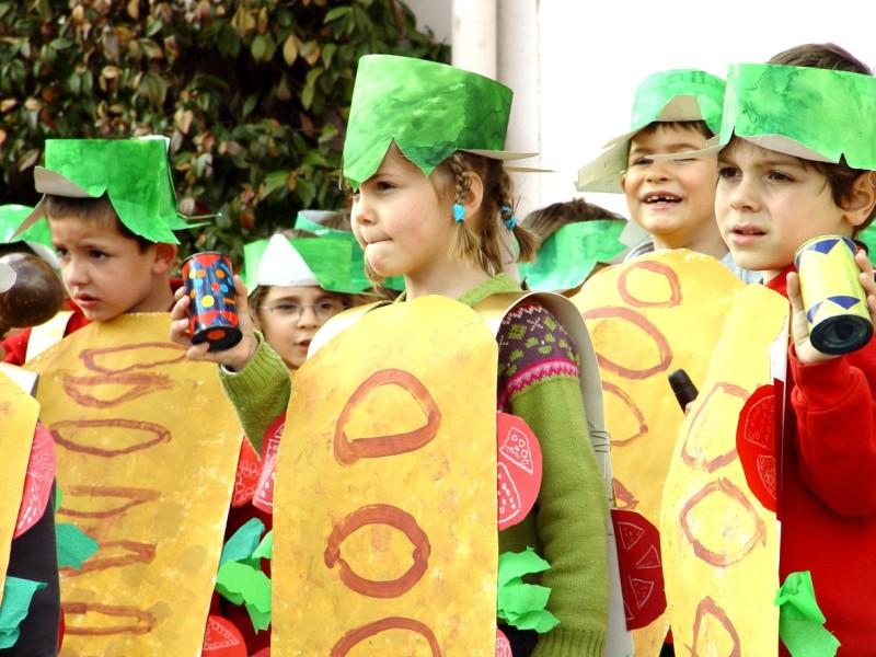 Les « grands » de maternelle se sont transformés en sandwiches gourmands à  chapeau de salade fraîche